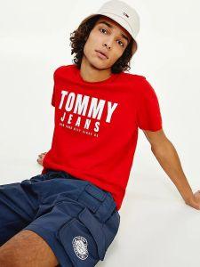 tommy-jeans-miesten-t-paita-center-chest-tommy-graphic-kirkkaanpunainen-1