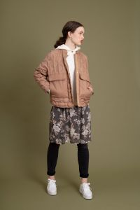 mos-mosh-naisten-untuvatikkitakki-khaite-quilted-down-jacket-kameli-1