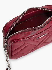 calvin-klein-accessories-naisten-laukku-ck-quilt-camera-bag-kirkkaanpunainen-2