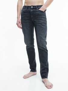 calvin-klein-jeans-miesten-farkut-slim-tapered-nos-hiilenmusta-1