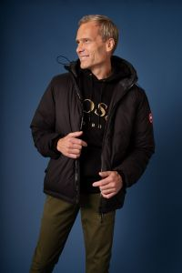 canada-goose-lodge-jacket-musta-2