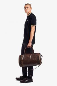 fred-perry-miesten-laukku-refined-pu-barrel-bag-viininpunainen-2