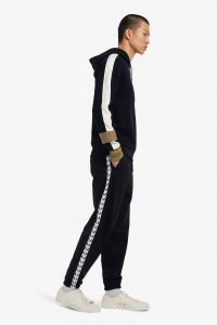 fred-perry-miesten-urheiluhousut-taped-track-pant-musta-1