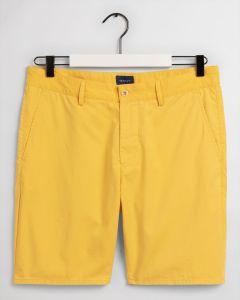 gant-miesten-shortsit-relaxed-summer-shorts-kirkkaankeltainen-1