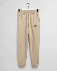 gant-naisten-collegehousut-archive-shield-sweat-pant-vaalea-beige-1