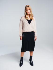 halo-naisten-neule-huurre-handknitted-wrap-knit-hiekka-1