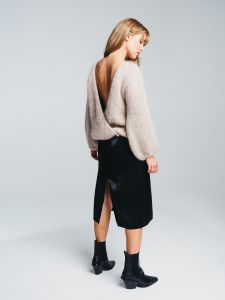 halo-naisten-neule-huurre-handknitted-wrap-knit-hiekka-2