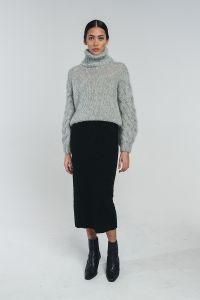 halo-naisten-pooloneule-kaarna-handknitted-turtleneck-vaaleanharmaa-1