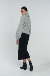 halo-naisten-pooloneule-kaarna-handknitted-turtleneck-vaaleanharmaa-2
