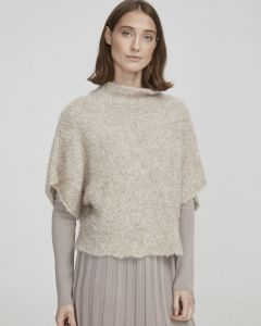 holebrook-naisten-neuleliivi-ellinor-poncho-hiekka-1