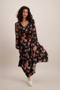 kaiko-naisten-mekko-flowy-dress-musta-kuosi-1