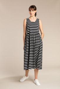 kuusama-naisten-mekko-julia-dress-120cm-raidallinen-musta-1