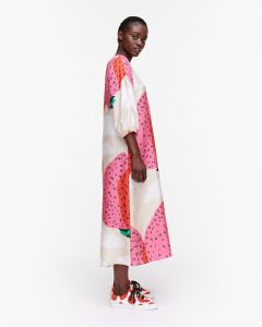marimekko-naisten-mekko-jylha-mansikkavuoret-mekko-vaaleanpunainen-kuosi-2