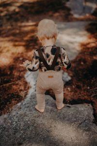 metsola-lasten-housut-rib-brace-pants-konjakinruskea-1