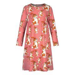 metsola-lasten-yopaita-pupu-tupuna-night-dress-vaaleanpunainen-kuosi-1