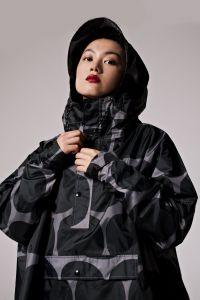 naisten-sadeviitta-rainkiss-rainkiss-black-polka-harmaa-kuosi-2