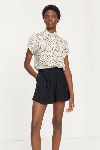 samsoe-and-samsoe-naisten-paita-majan-shirt-aop-9942-mustavalkoinen-1
