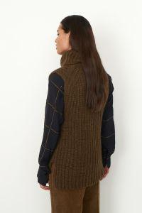 second-female-naisten-neuleliivi-ivoray-knit-vest-armeijanvihrea-2