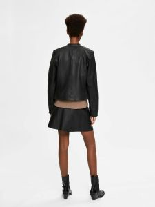 selected-femme-naisten-nahkatakki-fibi-leather-jacket-b-musta-2