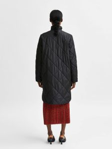 selected-femme-naisten-takki-naddy-quilted-coat-musta-2