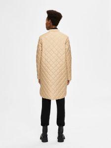 selected-femme-naisten-tikkitakki-fillipa-quilted-coat-vaalea-beige-2