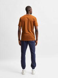selected-miesten-t-paita-norman-180-nos-o-neck-keskiruskea-2