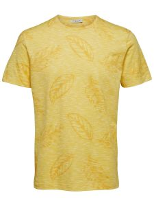 selected-t-paita-arvin-aop-ss-o-neck-kirkkaankeltainen-1
