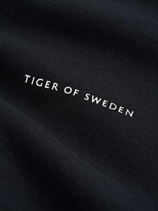 tiger-of-sweden-misten-collegepaita-emerson-musta-2