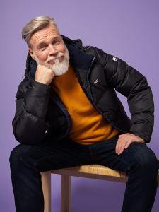 tommy-jeans-miesten-talvitakki-k-essential-down-jacket-musta-1