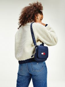 tommy-jeans-naisten-kaannettava-sherpa-takki-reversible-sherpa-luonnonvalkoinen-2
