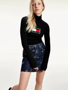 tommy-jeans-pooloneule-flag-rollneck-musta-1